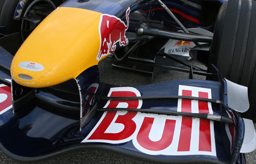 V-keel and triple element front wing of the RedBull RB2
