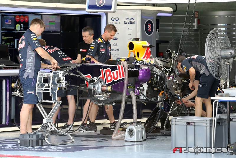 Red bull racing rb11 being prepared in the pit garage for Garage jm auto audincourt