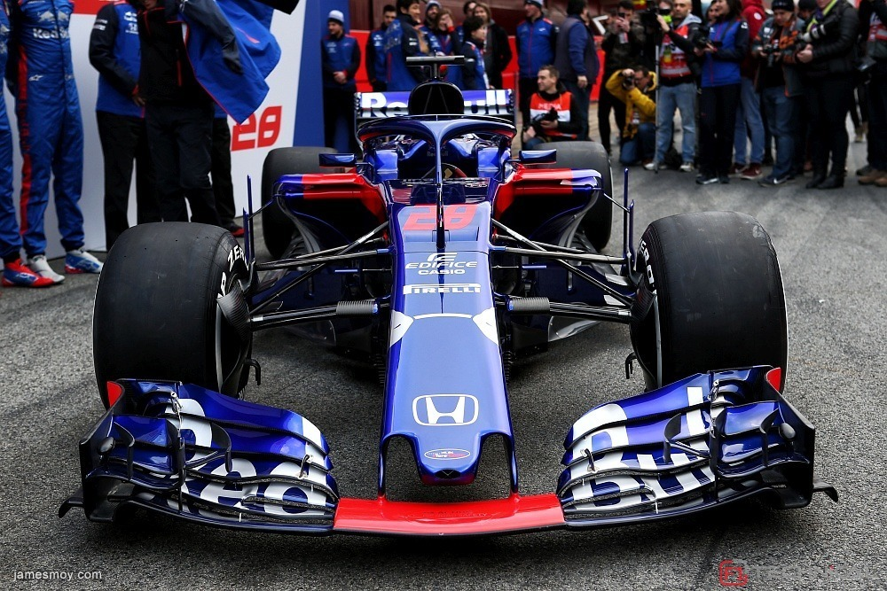 the scuderia toro rosso str13 is revealed photo gallery. Black Bedroom Furniture Sets. Home Design Ideas