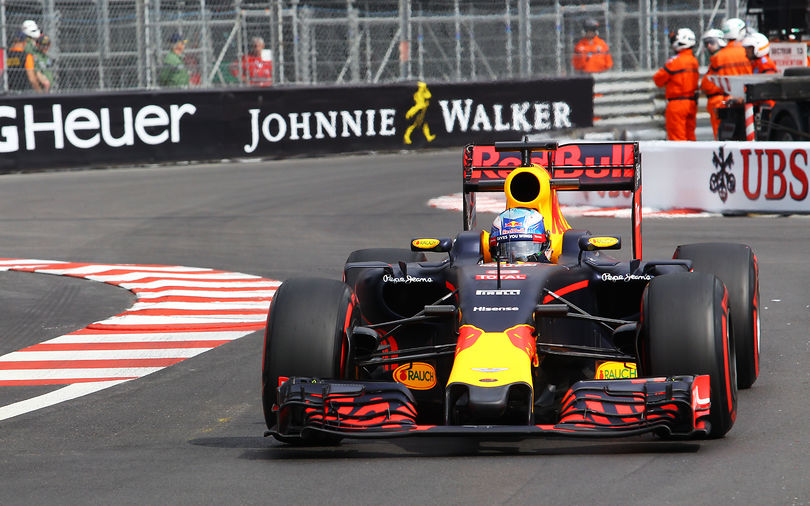 Ricciardo flies to pole at Monaco