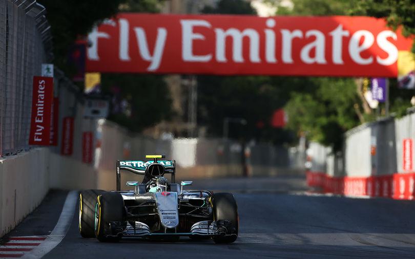 Rosberg takes easy victory at Azerbaijan