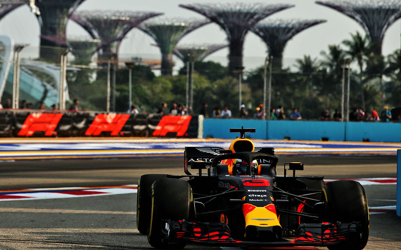 FP1: Red Bull takes the lead in Singapore