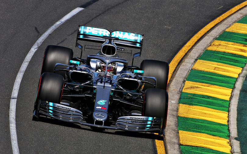FP1: Hamilton narrowly ahead of Ferrari