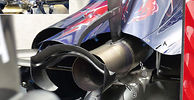 Toro Rosso fits rear wing support through exhaust pipe